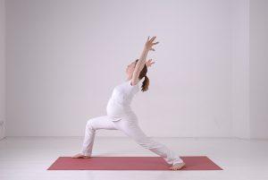 Yoga prenatal Sharada Devi Hiller mit Babybauch - YogaCircle Berlin