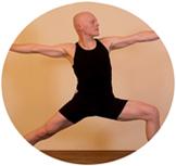 Yogastudio Kursplan: Bild Thomas Bessel im Krieger2