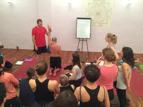 FAQs zur Yogalehrer-Ausbildung mit Jordan Bloom