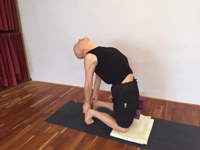 Nackenmuskulatur stärken mit Yoga, Dipl. Sportwiss. Thomas Bessel.