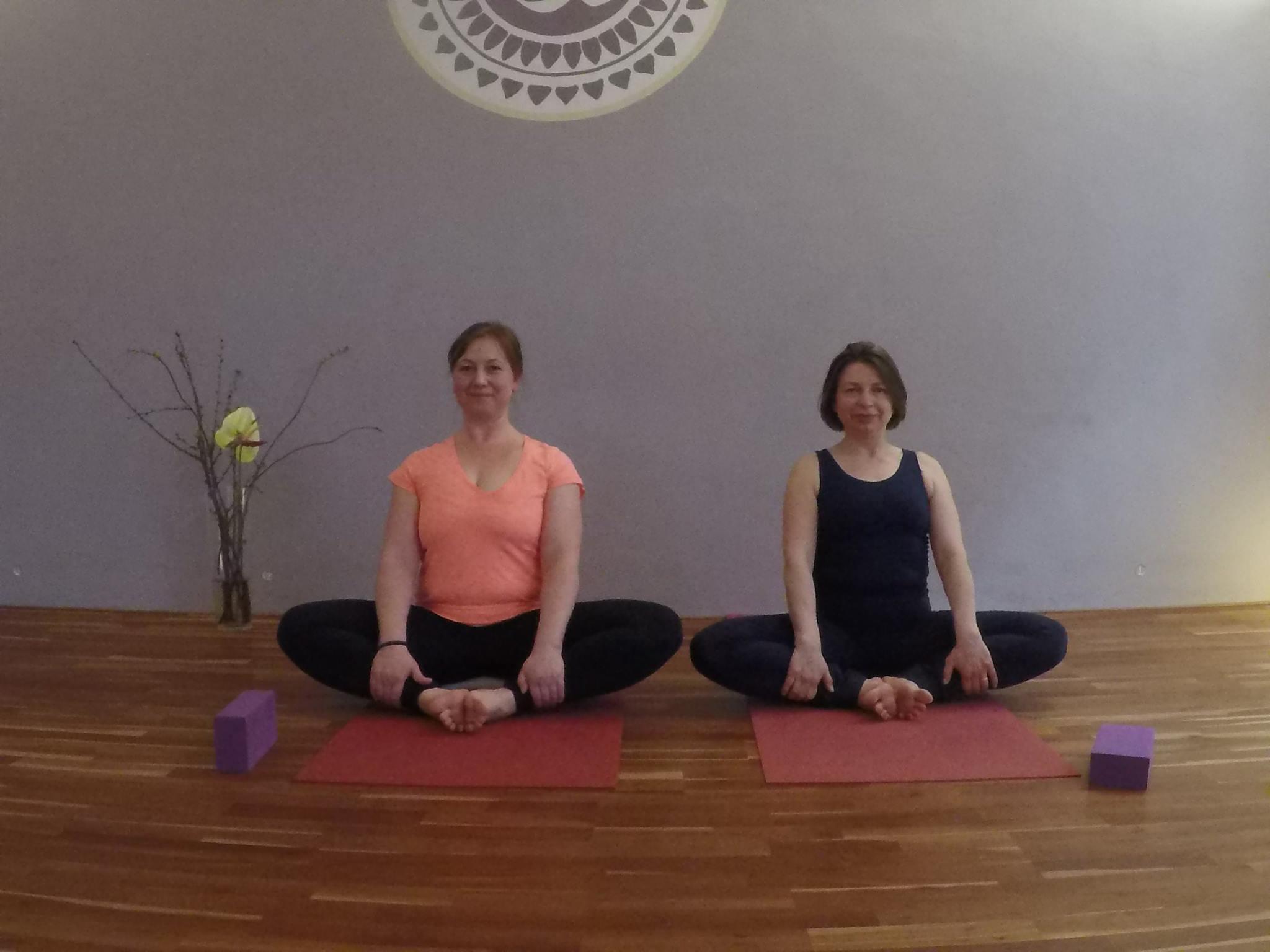 https://yogacircle-berlin.de/wp-content/uploads/2017/04/17814460_1349488345118679_6943901122831822522_o.jpg