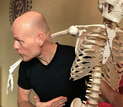 Dipl. Sportwiss. Thomas Bessel, experte für therapeutisches Yoga und