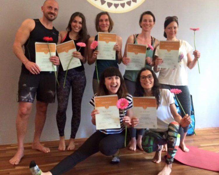 Absolventen Yogalehrer-Ausbildung 200 Stunden vom Herbst 2019